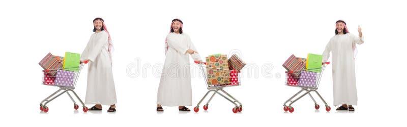 Der arabische Mann, der das Einkaufen lokalisiert auf Wei? tut stockbilder