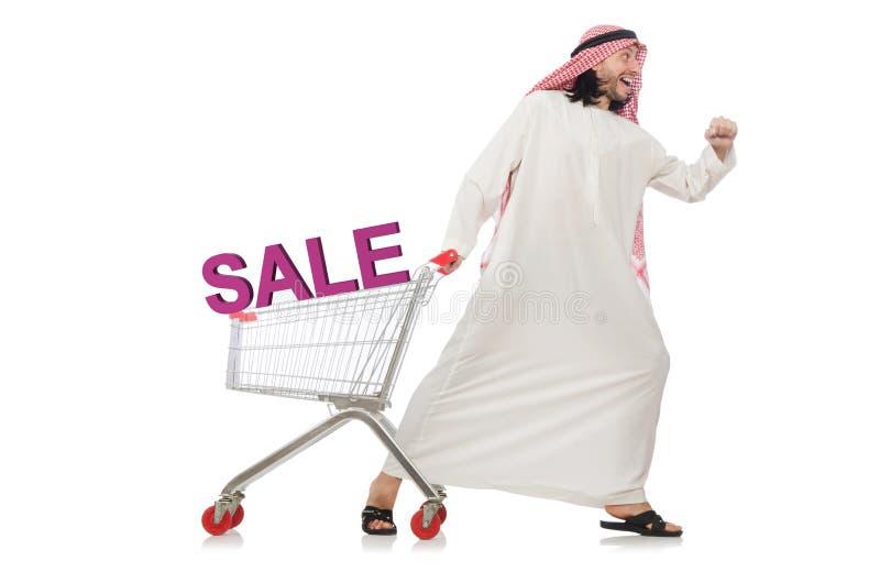 Der arabische Mann, der das Einkaufen lokalisiert auf Wei? tut stockfotos