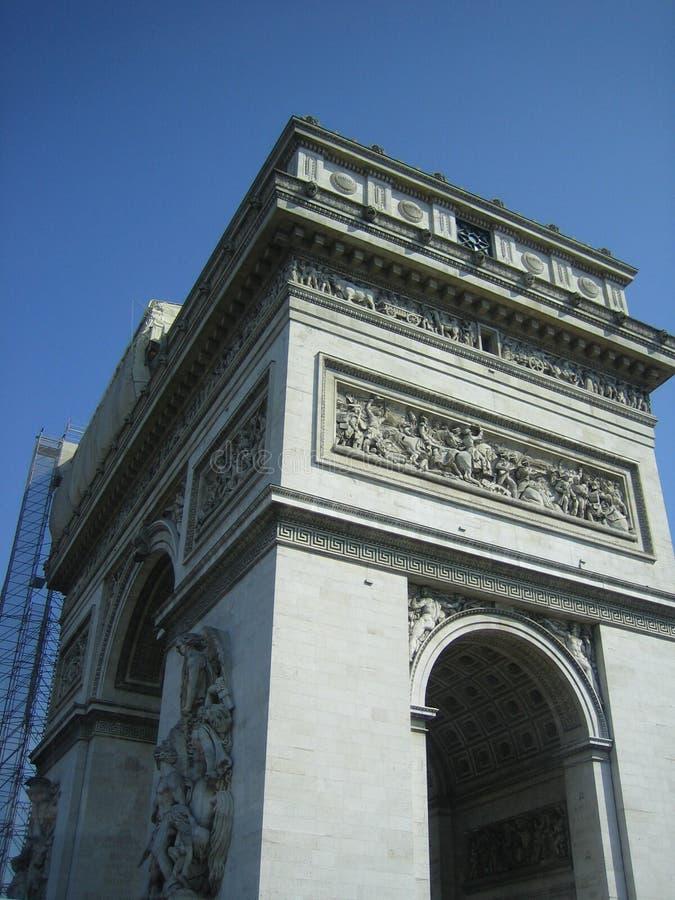 Der Arc de Triomphe von der Ecke lizenzfreie stockfotos