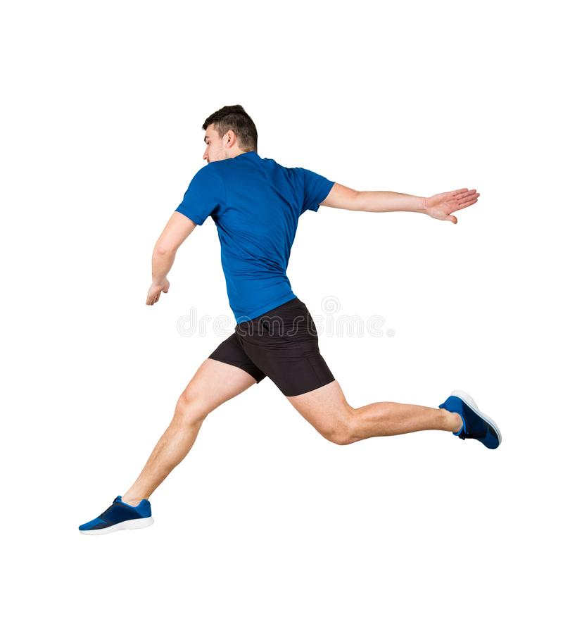 Der Athlet springend über das eingebildete Hindernis, das über weißem Hintergrund lokalisiert wird Der junge Kerlläufer, der schw stockfotografie