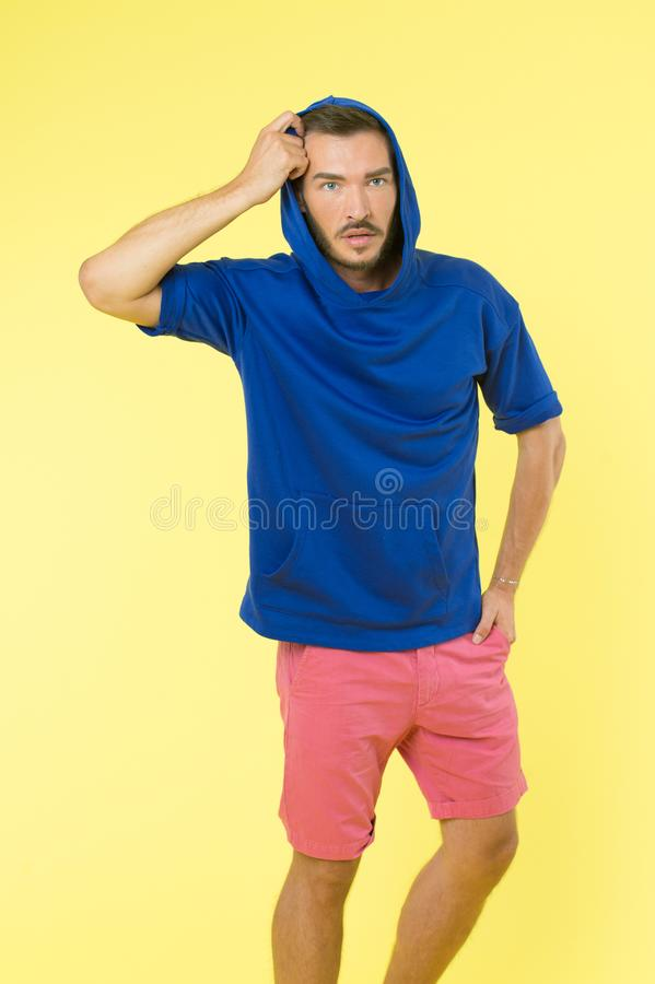 Der athletischen stilvolle Kleidung Auftritt-Abnutzung des Mannes für Jugend Bequeme Ausstattung für aktive Freizeit Kleidung für lizenzfreies stockfoto