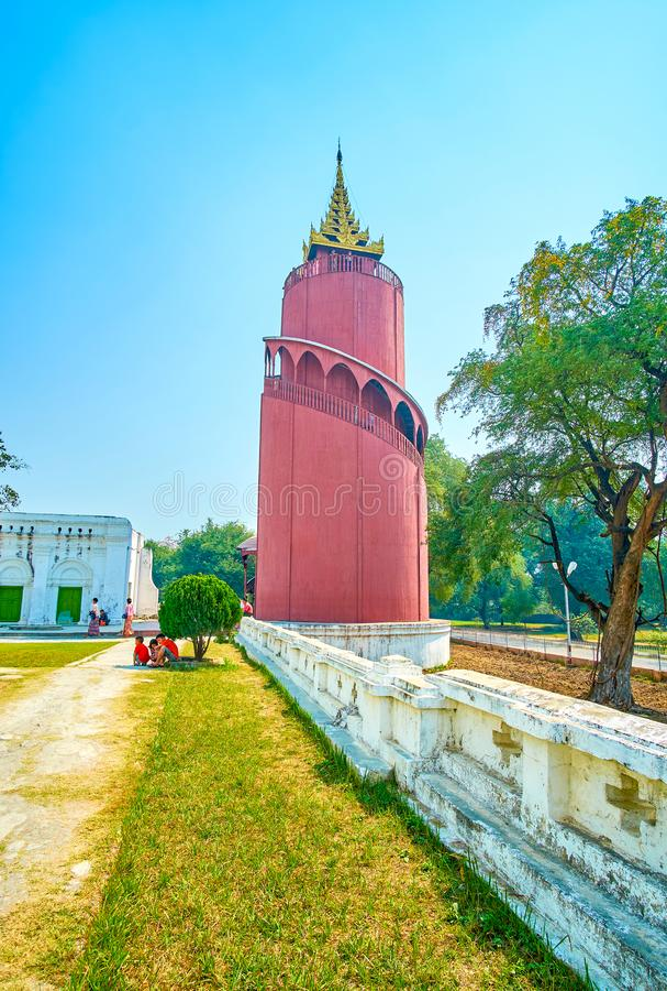 Der aufpassende Turm in Mandalay-Palast, Myanmar stockfotos
