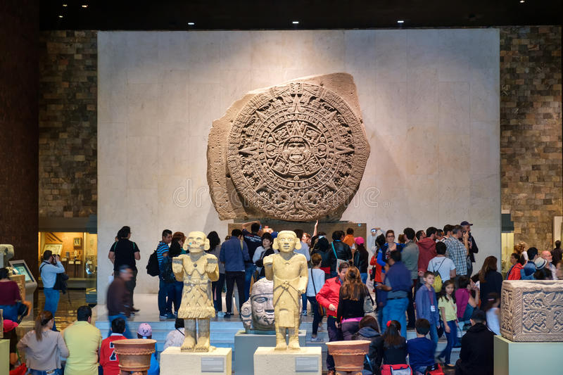 Der aztekische Kalender oder der Stein des Sun am Nationalmuseum von Anthropologie in Mexiko City stockfotos