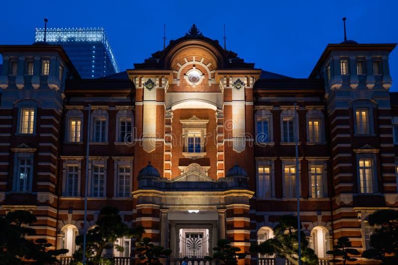 Der Bahnhof von Tokio bei Sonnenuntergang lizenzfreies stockfoto