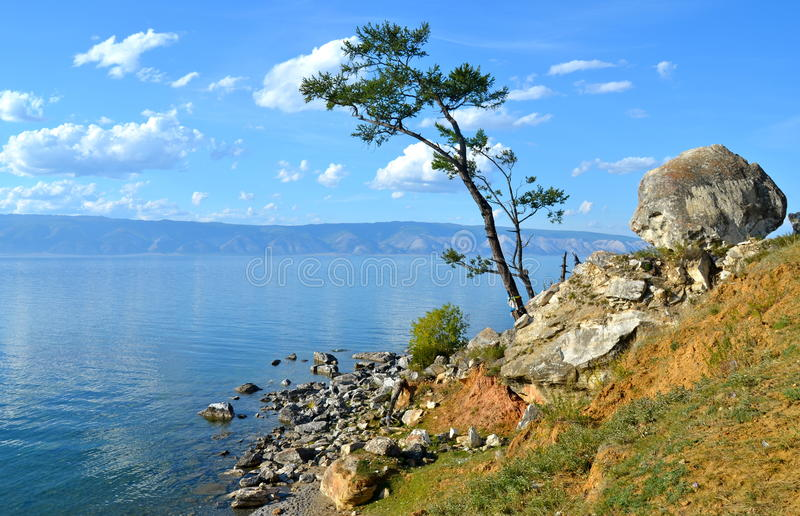 Der Baikalsee im Herbst, Russland lizenzfreie stockfotos