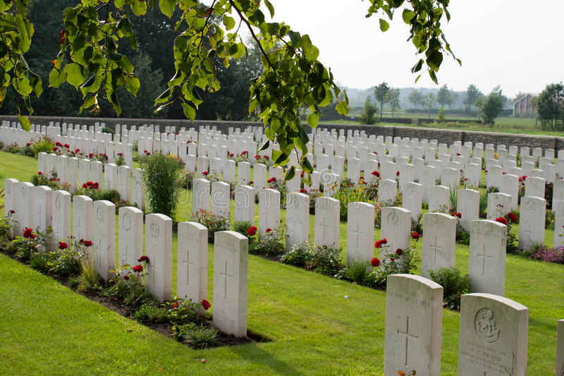 Der Bedford House Cemetery-Erste Weltkrieg Ypres Flander Belgien lizenzfreie stockbilder