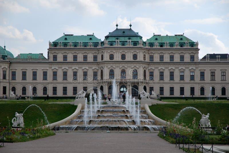 Der Belvederepalast und -brunnen lizenzfreie stockfotos