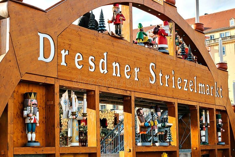 Der berühmte Dresden-Weihnachtsmarkt in Deutschland Feiern von Weihnachten in Europa lizenzfreie stockfotos