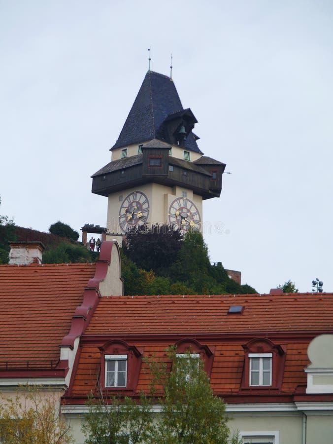Der berühmte Glockenturm von Graz in Österreich stockfotos