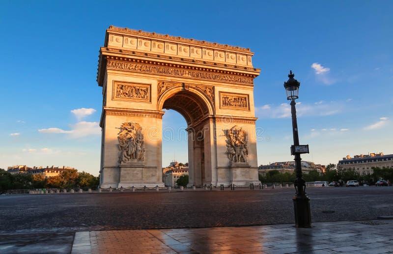 Der berühmte Triumphbogen, Paris, Frankreich lizenzfreies stockfoto