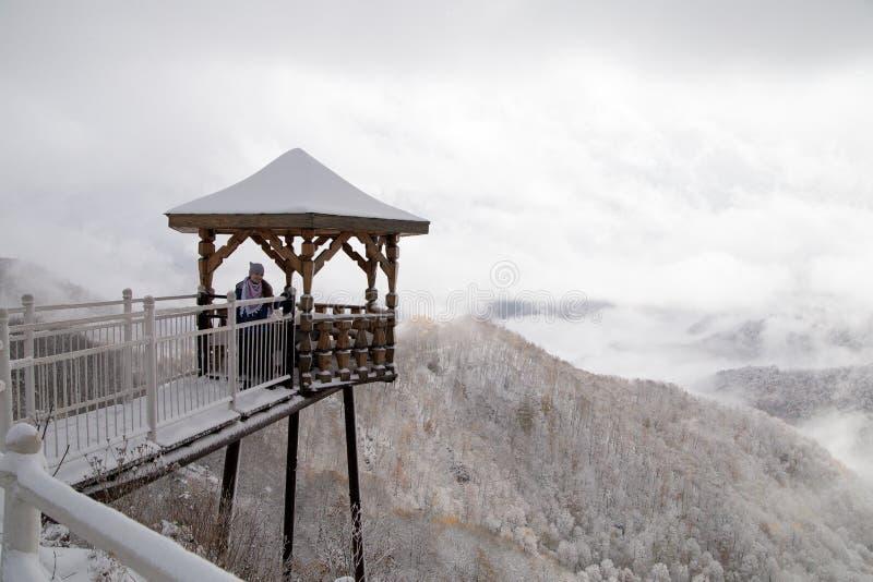 Der berühmte Weg 30 durch die Berge zum Meer lizenzfreie stockfotografie