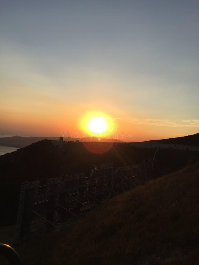 Der Berg und der Sonnenuntergang stockbild