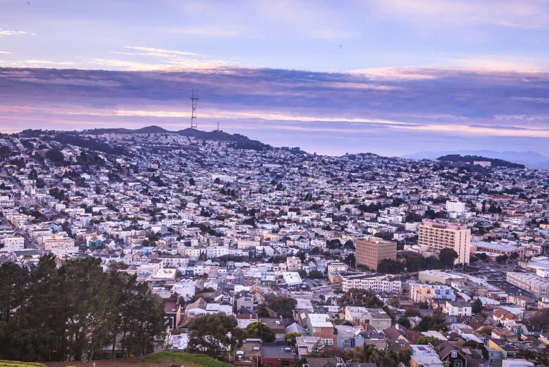 Der bernal Höhenhügel bietet eine große Ansicht der Stadt mit whi an stockfoto