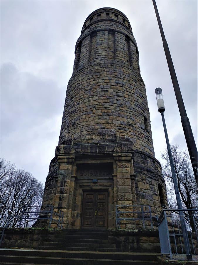 Der Bismarck-Turm in Bochum am bewölkten Wintertag lizenzfreie stockfotografie