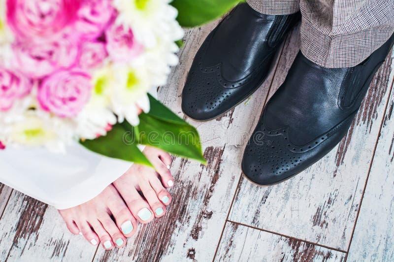 Der Bräutigam und die Braut lizenzfreies stockfoto