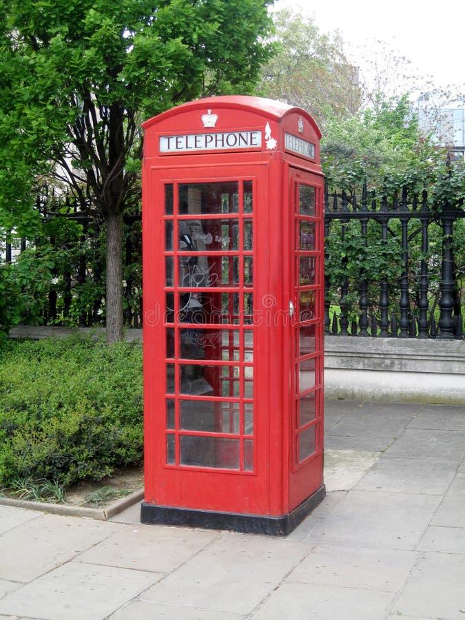 Der britische rote Telefonstand stockfoto