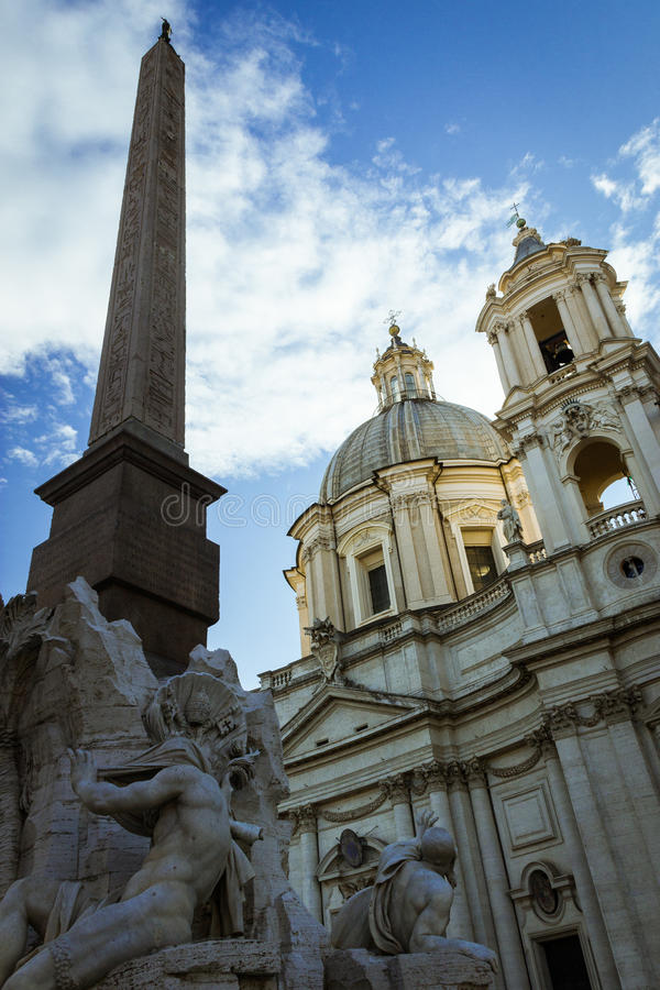 Der Brunnen des vier Flüsse und Sant-` Agnese in Agone lizenzfreie stockfotos