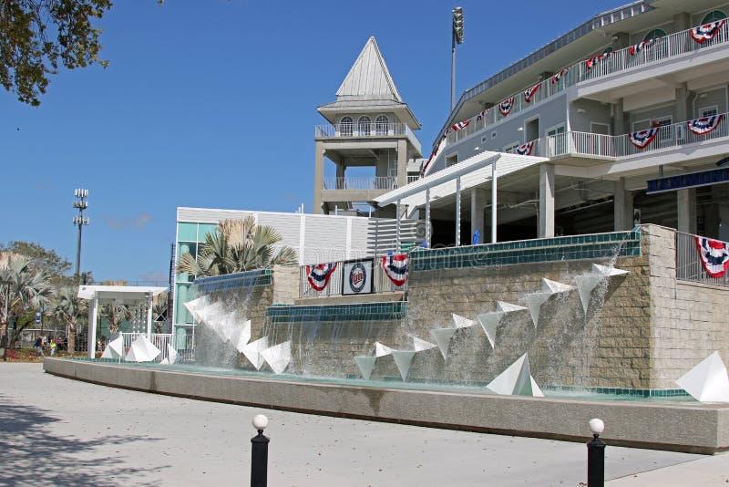 Der Brunnen am neuen Eingang zu Hammond Stadium lizenzfreie stockfotografie
