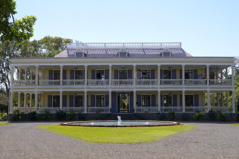 Der Brunnen vor dem Chateau de Labourdonnais, einem Kolonialpalast, Mauritius stockbild