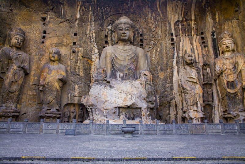 Der Buddha Buddha von Fengxian-Tempel in Longmen-Grotten, in Luoyang, in China und in seinen vier großen Schülern lizenzfreies stockfoto