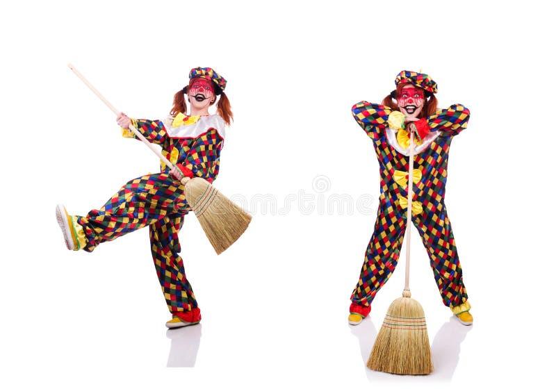 Der Clown mit dem Besen lokalisiert auf Wei? lizenzfreies stockbild