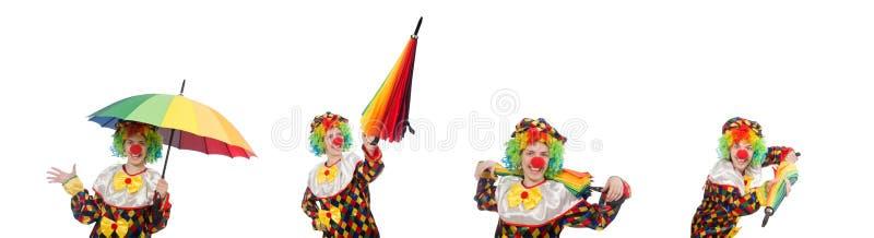 Der Clown mit dem Regenschirm lokalisiert auf Weiß stockbild
