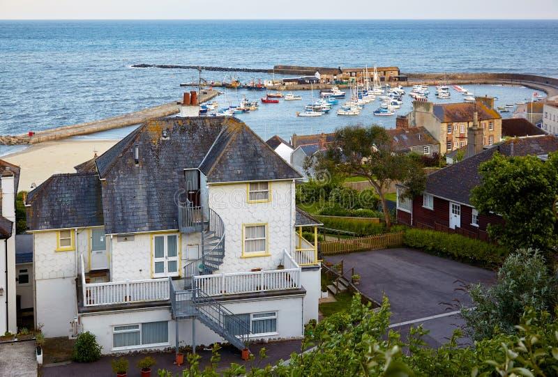 Der Cobb-Hafen bei Lyme Regis ist ein künstlicher Hafen in Lyme-Bucht West-Dorset england lizenzfreie stockfotos