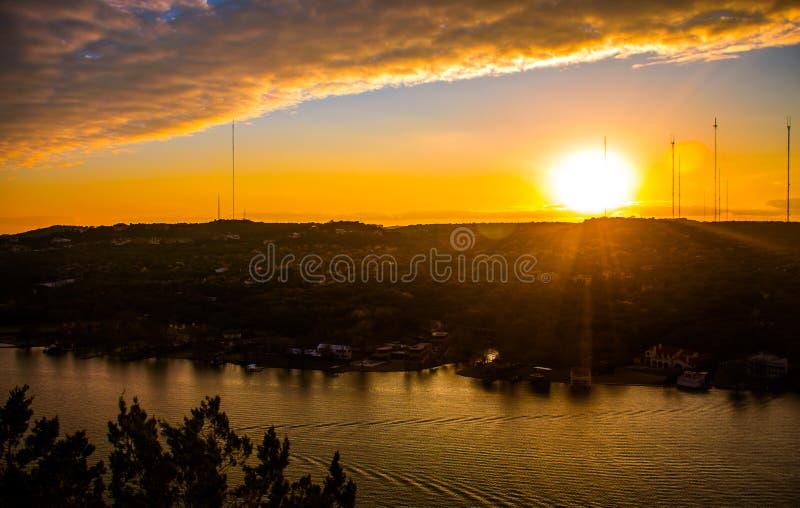 Der Colorado-Sonnenuntergang-goldene gebrannte ruhige Bootsfahrt auf Townsee Austin lizenzfreie stockfotografie