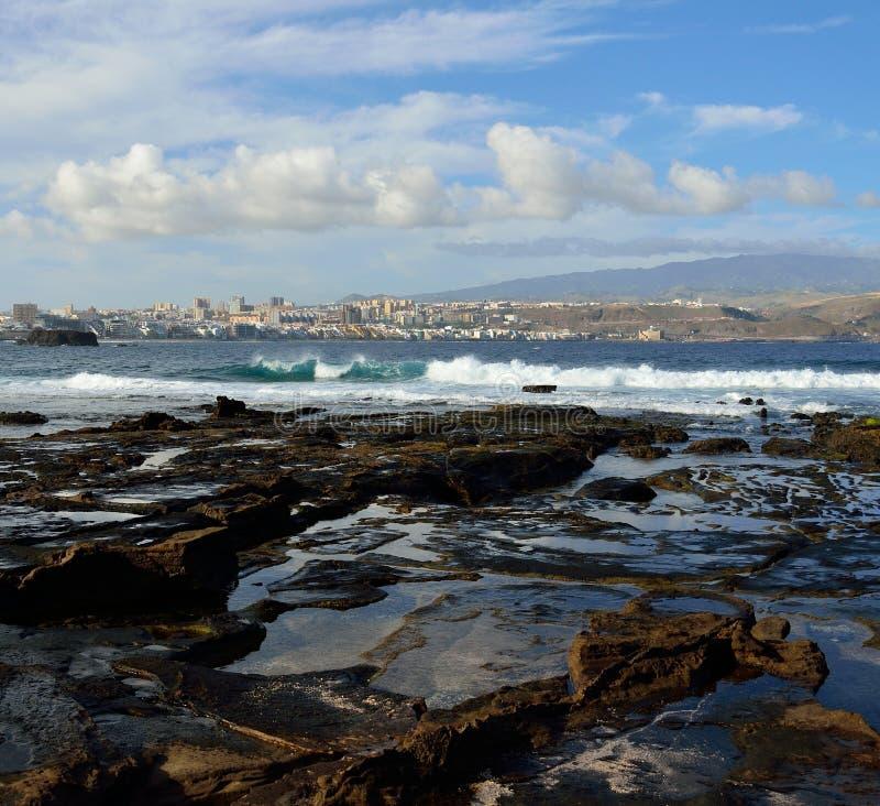Der Confital-Strand und die Las Palmas-Stadt, Gran Canaria, Kanarische Inseln lizenzfreie stockfotos