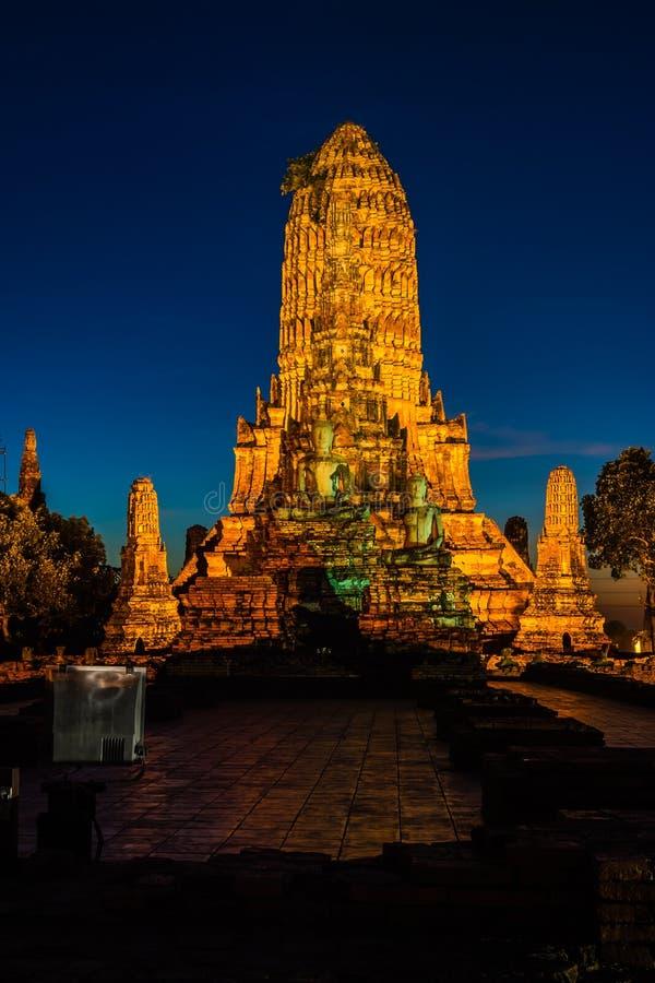 An der Dämmerung Wat Chaiwatthanaram-Tempel, historischer Park Ayutthaya, Thailand stockbild