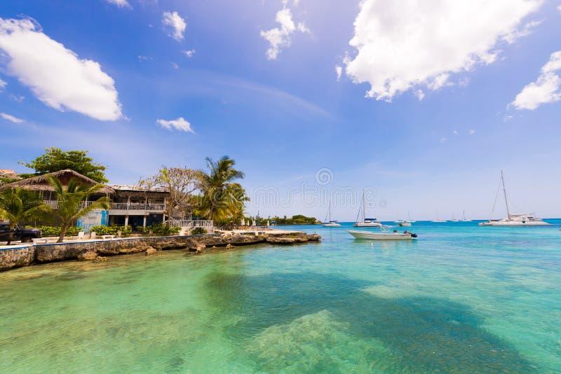 Der Damm der Stadt von Bayahibe, La Altagracia, Dominikanische Republik Kopieren Sie Raum für Text lizenzfreie stockfotos