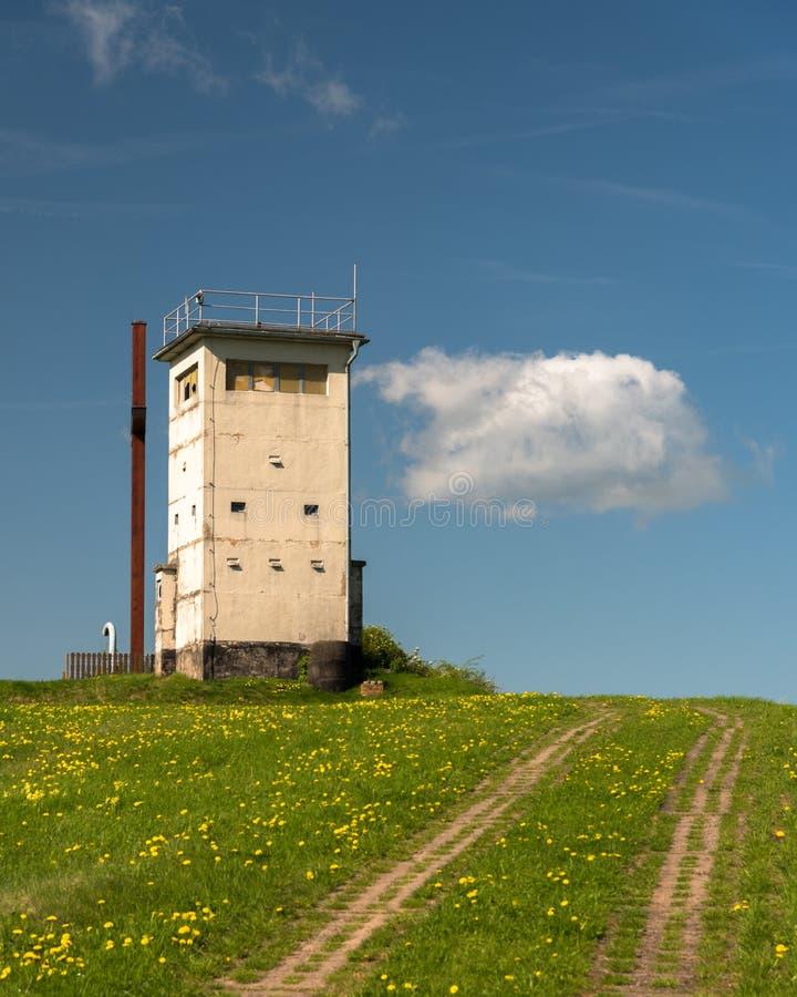Der DDR-Grenzturm lizenzfreies stockfoto