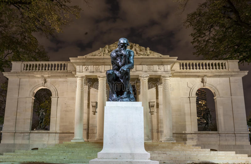 Der Denker bei Rodin Museum lizenzfreie stockfotografie