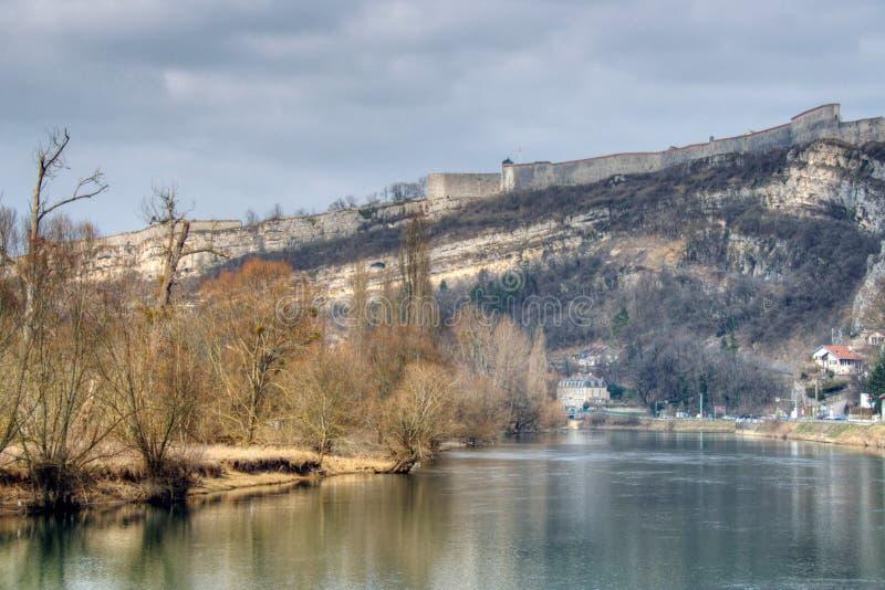 Der Doubs-Fluss stockbilder