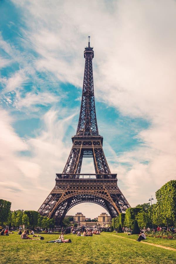 der eiffelturm in paris frankreich eiffelturm symbol von. Black Bedroom Furniture Sets. Home Design Ideas