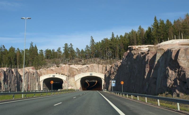 Der Eingang zum Tunnel auf der Autobahn Turku-Helsinki finnland stockfotografie