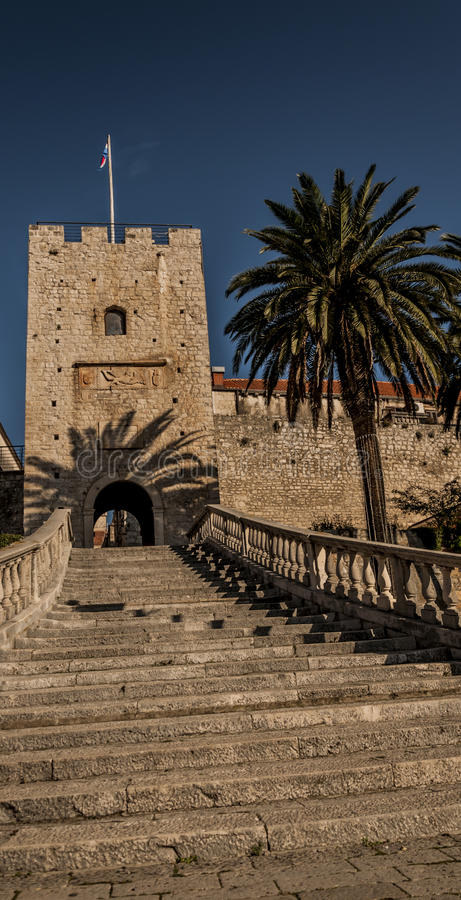 Der Eingang zur alten Stadt von Korcula lizenzfreie stockbilder