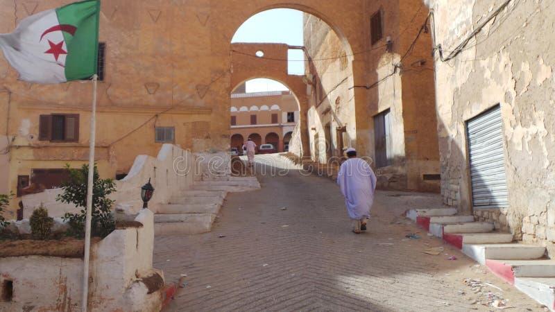 Der Eingang zur Stadt von Ghardaia stockfotografie