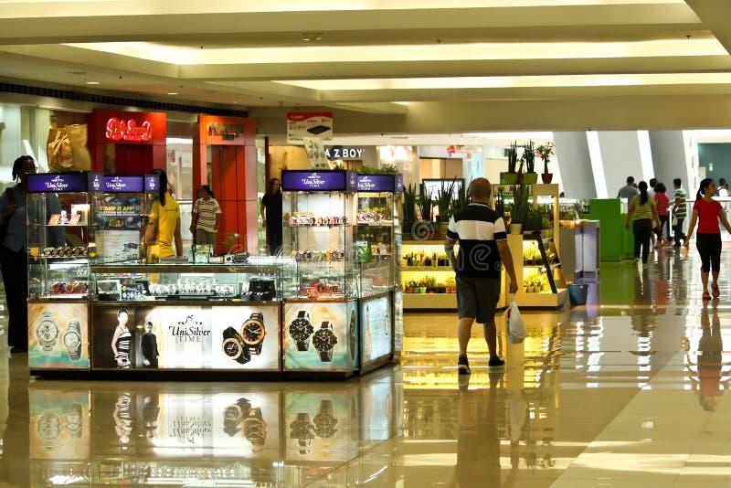 Der Einkauf klemmt in einem Mall in Inspektion Megamall, Philippinen fest stockfotos