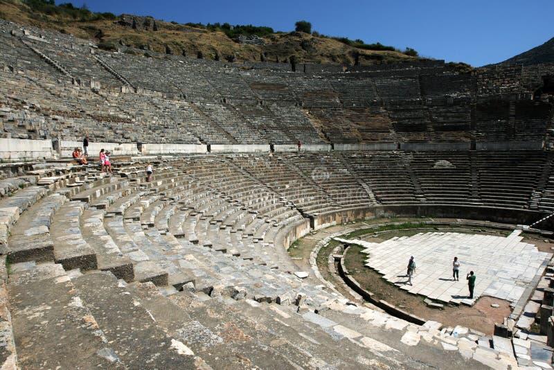 Der enorme Sitzbereich der römischen Theaterruinen am alten Standort von Ephesus in der Türkei stockfotos