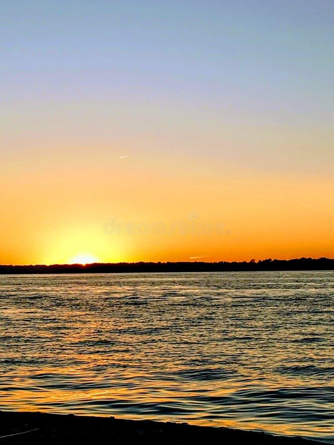 Der Eriesee-Sonnenuntergang über See mit Horizont stockfoto