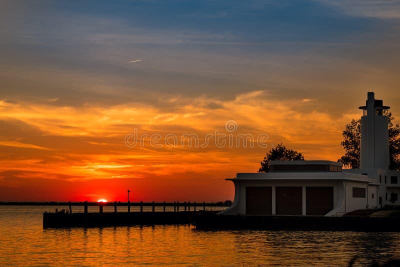 Der Eriesee-Sonnenuntergang stockbild
