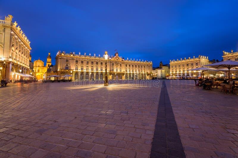 Der erstaunlich schöne und eindrucksvolle Platz in Nancy nachts lizenzfreie stockfotos