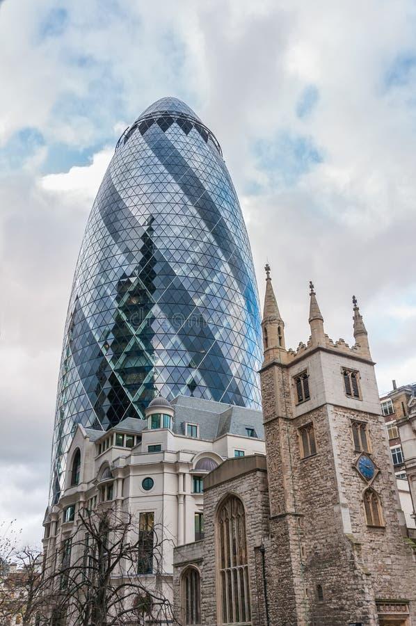 Der Essiggurkewolkenkratzer in London stockfotos