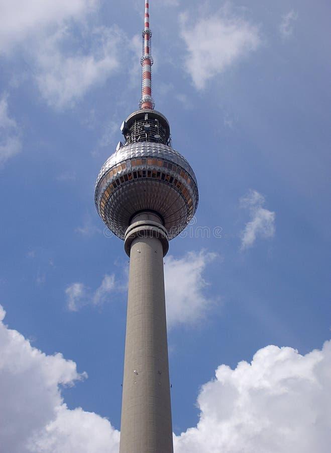 Der Fernsehkontrollturm gelegen auf dem Alexanderplatz in Berlin, Deutschland stockbilder