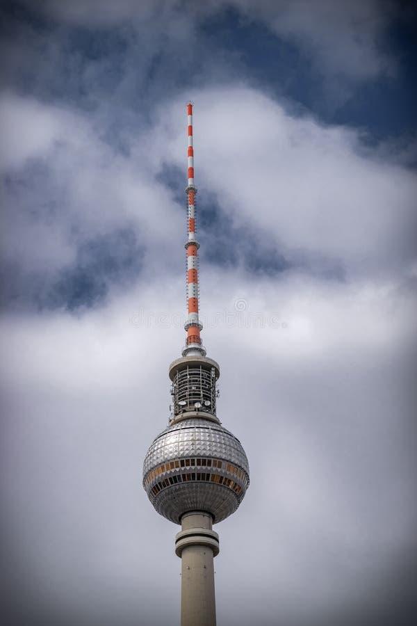 Der Fernsehturm in Berlin, das höchste Gebäude in Europa offen zur Öffentlichkeit stockfotos