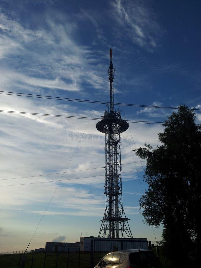 Der Fernsehturm nahe Chemnitz lizenzfreies stockbild