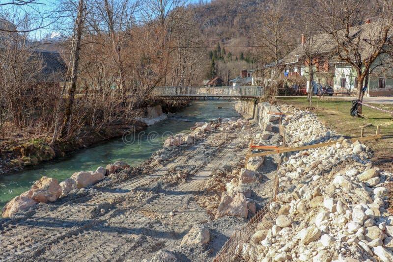Der Festlegung Flussbank oben stockfotografie