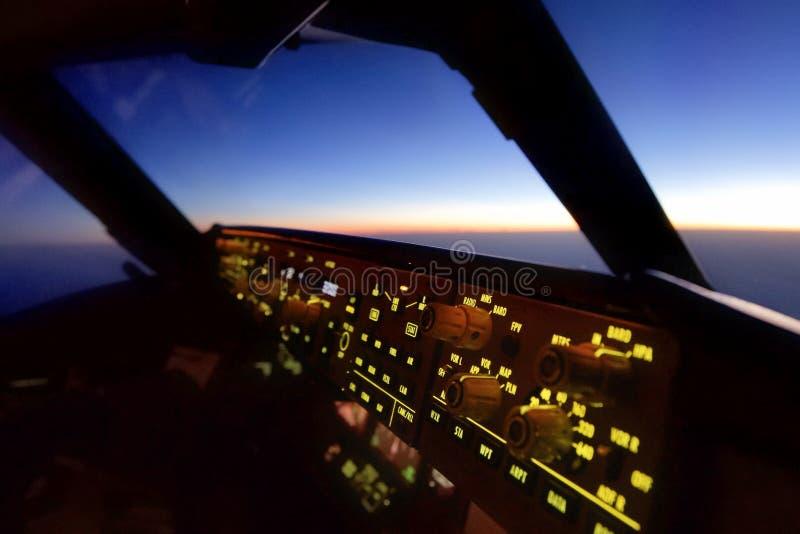 In der Flugzeugcockpitansicht von Pilotensitz Co stockfotografie