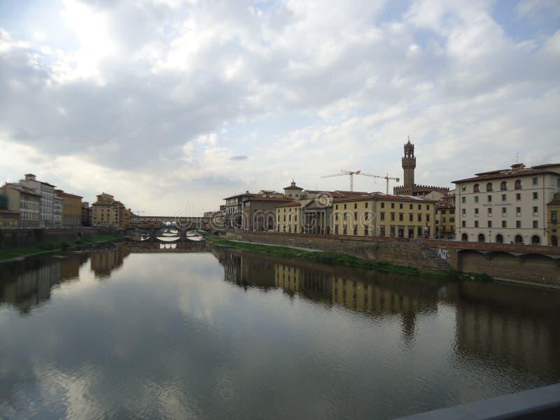 Der Fluss Arno in Florenz stockbilder